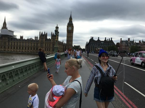 London Bridge Selfies